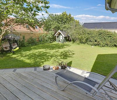 Ny terrasse samt flisesti med støttemur i Værløse